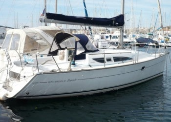 Sailboat Sun Odyssey 32 for hire in Ibiza