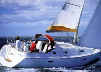Sailboat Oceanis 331 for hire in Ibiza
